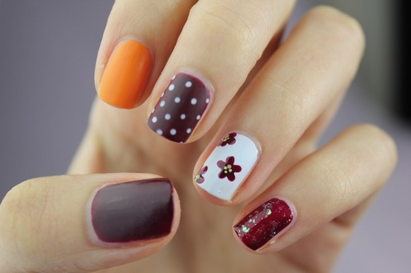 Manicure For 2
